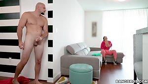Quickie fucking in the living-room with large irritant Rose Monroe